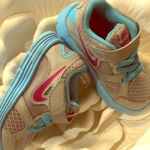 Toddler Girl's Nike Sneakers Size 7